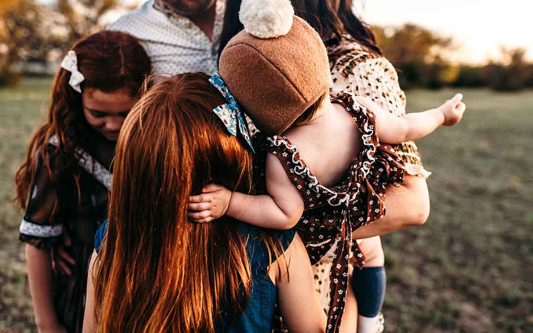 How to easily coordinate family outfits for photos, holiday and events